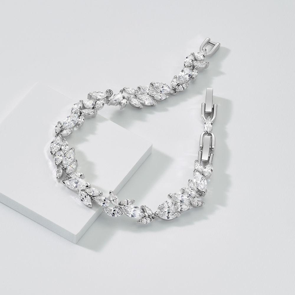 swarovski armband louison f r damen 5419244. Black Bedroom Furniture Sets. Home Design Ideas